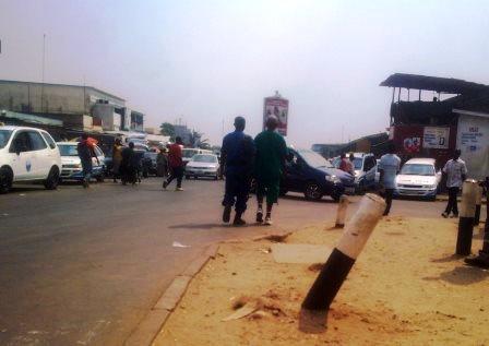Un policier et son prisonnier à Bujumbura